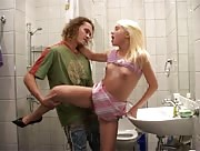 Film X Femme Russe petits seins, vagin lisse et rose