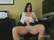 Secrétaire se masturbe au travail